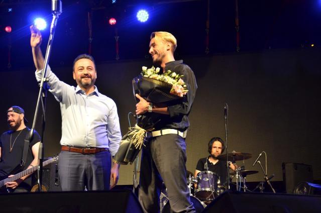 Elbistan Festivali, Cem Adrian'la coştu! On binlerce kişi konser alanını doldurdu