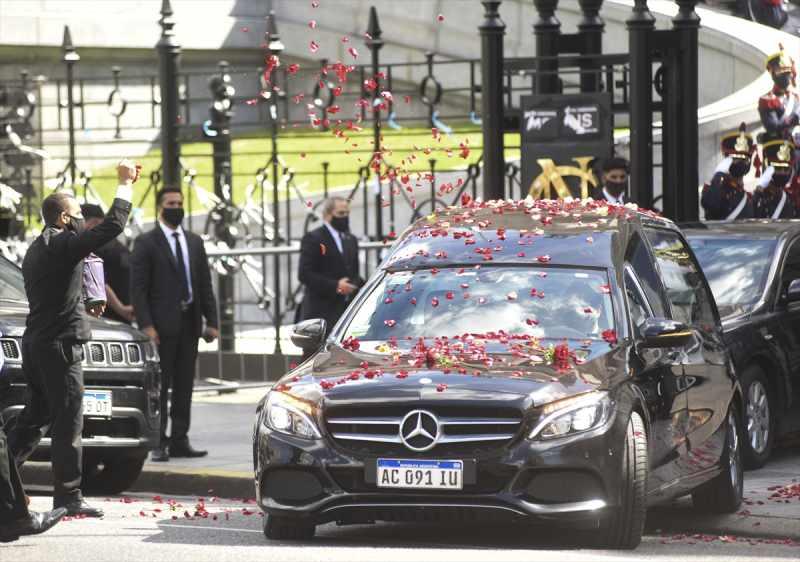 Eski Arjantin Devlet Başkanı Carlos Menem toprağa verildi
